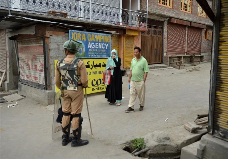 India Relocates 10,000 from around Kashmir