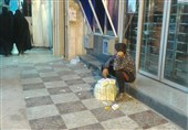 دستفروشی پسرک 11 ساله معتاد در تهران