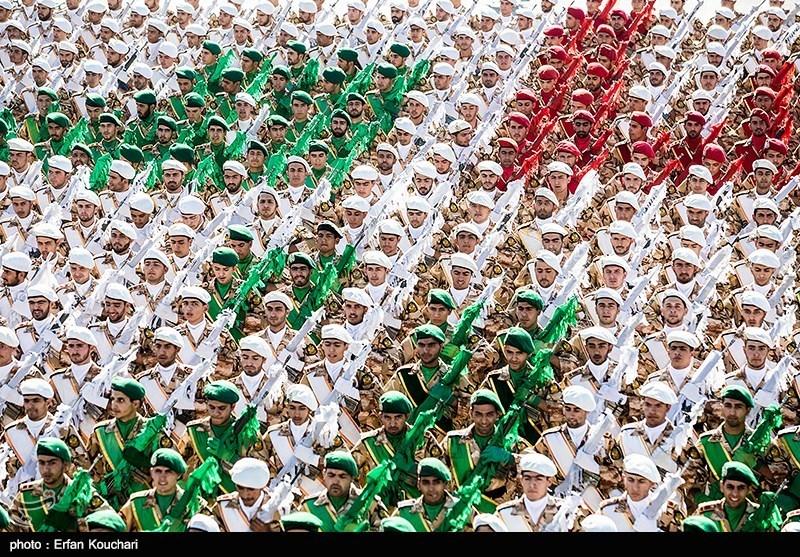 بالصور.. الإستعراض العسکری للجیش الإیرانی