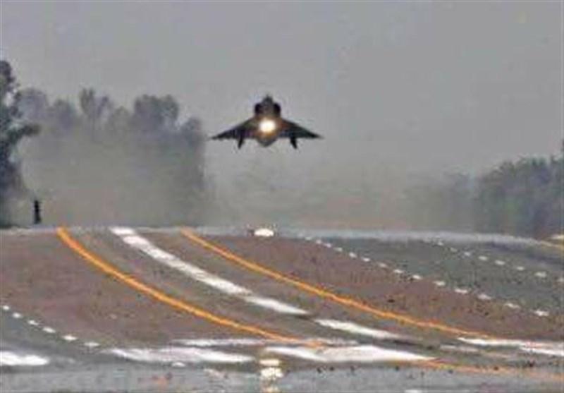 شاہینوں کی بلند پروازیں، پاکستان فضائیہ کی موٹروے پر جنگی مشقیں جاری