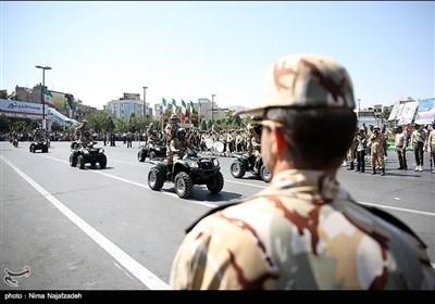 تہران میں ایرانی مسلح افواج کی پریڈ