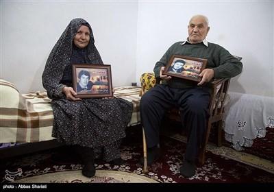 مادر و پدر شهیدان محمد علی وحسین زارعین