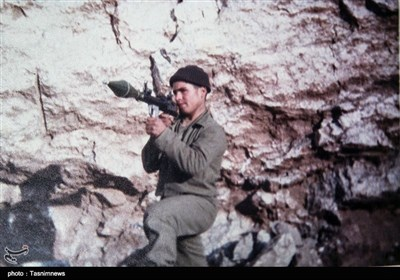 شهیدان محمد علی زارعین در سال های ۴۰ و ۴۳ دیده به جهان گشودند.در زمان تحصیل در مقطع راهنمایی و دبیرستان درس را رها کرده و عازم جبهه های جنگ شدند و در گروهان ضربت شهید چمران در عملیات والفجر چهار در جبهه های غرب هر دو برادر به شهادت رسیدند.