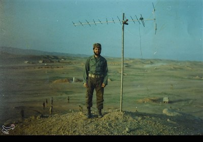 شهید علیرضا هاشم نژاد در سال ۱۳۴۱ در خانوادهای مذهبی، در شهرستان فسا دیده به جهان گشود.با شروع جنگ تحمیلی، وی که سال چهارم رشته اقتصاد بود ، عازم جبهه شد و در سال ۱۳۶۵ در عملیات کربلای پنج به شهادت رسید.