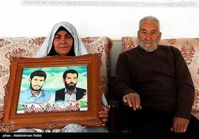 پدر و مادر شهیدان علیرضا و عقیل انصاری
