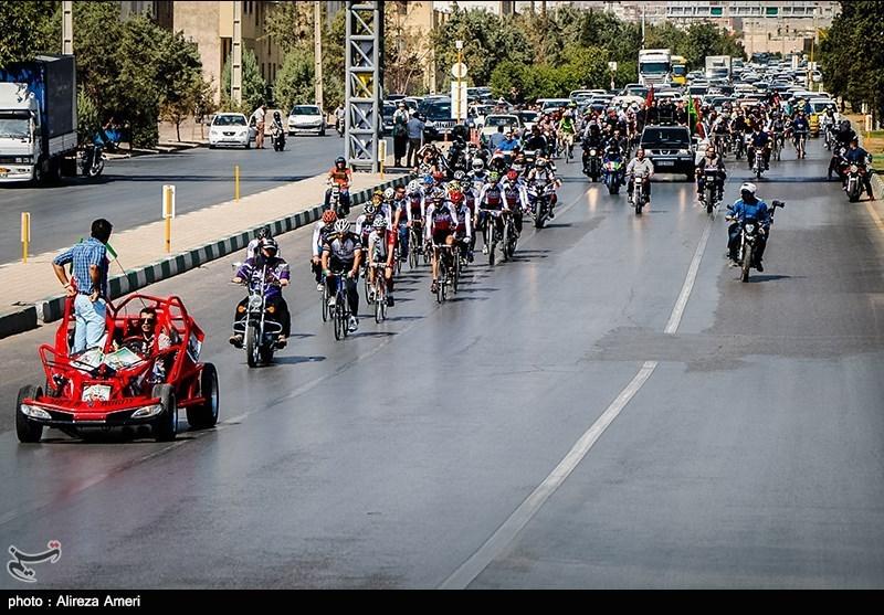 تشییع پیکر بهمن گلبارنژاد در شیراز