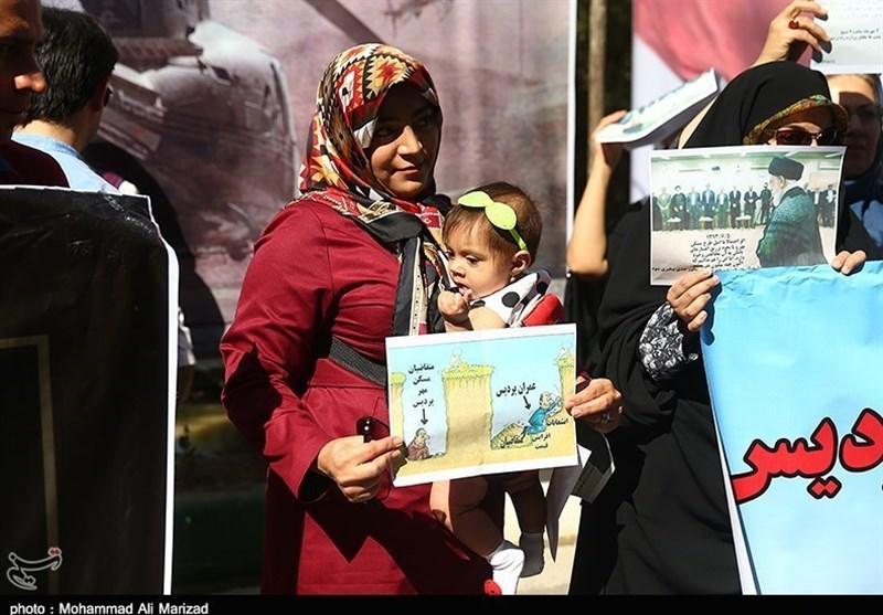تجمع اعتراضی متقاضیان مسکن مهر مقابل ساختمان وزارت راه + عکس