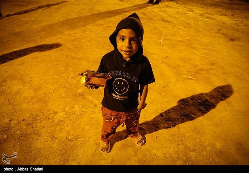 اجرای کنسرت موسیقی مهدی یراحی برای کودکان کار در مناطق محروم تهران