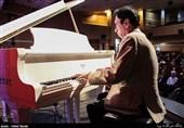تجلیل از یک عمر تلاشهای فرهت و چکناواریان/ اعوانی: نیوتن جاذبه را از راه موسیقی کشف کرد
