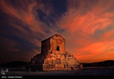 آرامگاه کوروش در شیراز