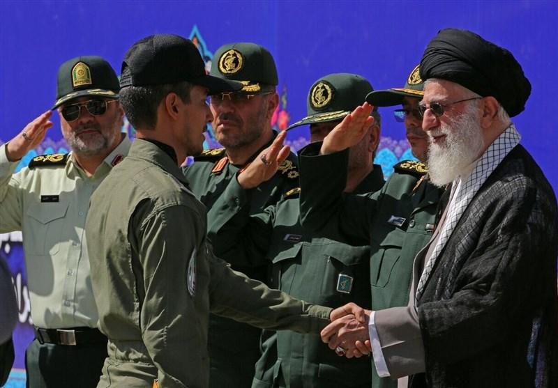 الإمام الخامنئی: العدو والصدیق یعترفان بشجاعة واقتدار الشعب الإیرانی والنظام الاسلامی