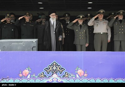 مراسم تخرّج وتحلیف ومنح رتب لخریجی فی الجیش الإیرانی