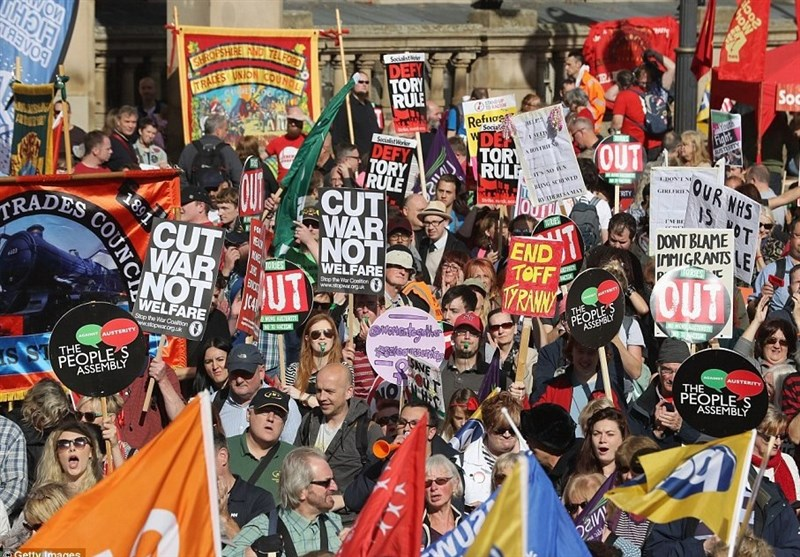 تظاهرات 20 هزار نفری علیه بانوی آهنین جدید + تصاویر