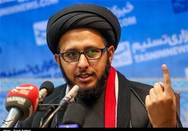 توزیع کتاب آیتالله خامنهای در یمن، نگاهها را تغییر داد/ ما مرد قیام و مبارزهایم