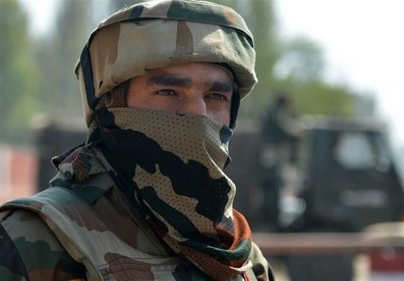 سرباز ارتش هند در حال انجام وظیفه در پست