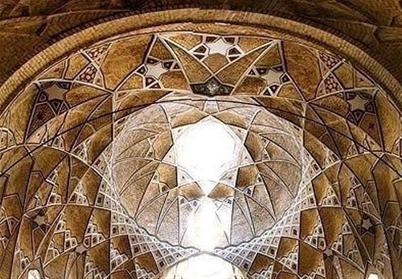بازار قدیمی شهر قم با معماری زیبا، ایران