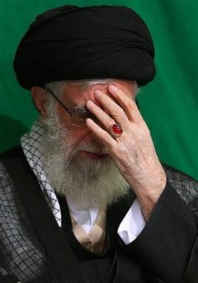 آیت اللہ خامنہ ای کی امام بارگاہ امام خمینی(رہ) میں مجلس عزا میں شرکت