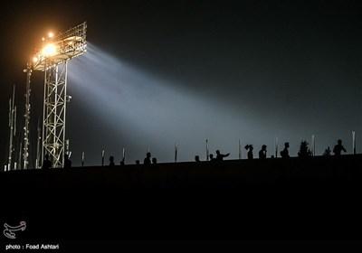 ملعب آزادی یکتسی بالسواد خلال مباراة إیران وکوریا الجنوبیة