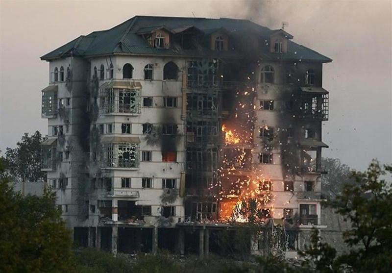 بھارتی فورسز نے 2 حملہ آوروں سے نمٹنے کے لئے پوری عمارت تباہ کردی