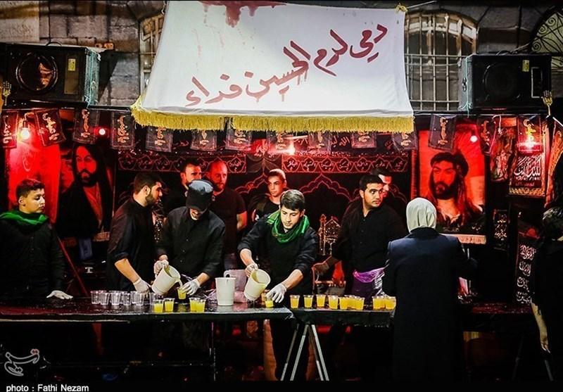 عشاق الإمام الحسین (ع) فی دمشق یحییون ذکرى عاشوراء رغم قذائف الإرهابیین +صور