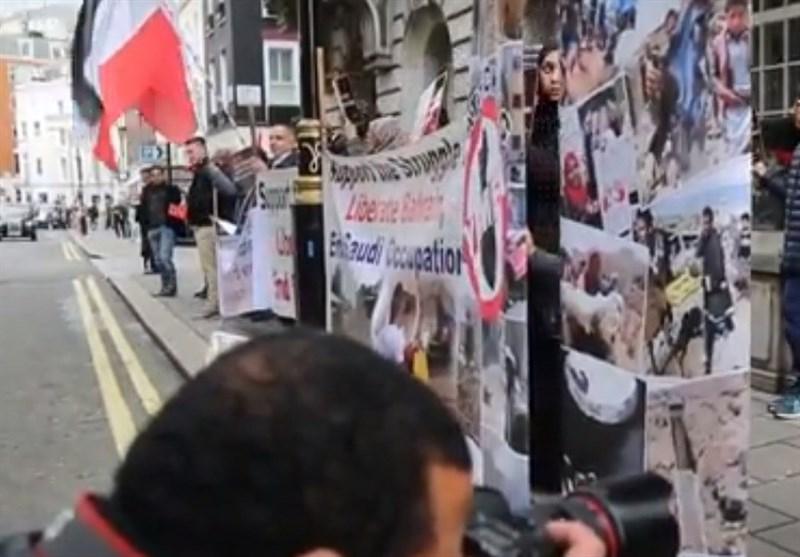 اعتصام أمام السفارة السعودیة فی لندن یندد بمجزرة صنعاء