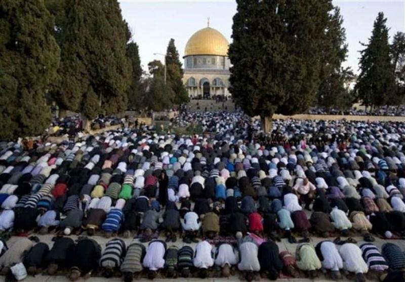 الآلاف یصلون الجمعة بالأقصى رغم تشدیدات الاحتلال