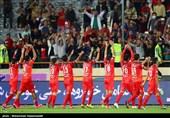 دیدار تیمهای فوتبال پرسپولیس و نفت تهران
