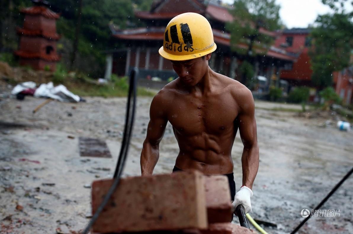 عکس پرورش اندام عکس بدنسازی پرورش اندام بهترین بدنساز بدن عضلانی افزایش فالو اینستاگرام اخبار چین Shi Shenwei
