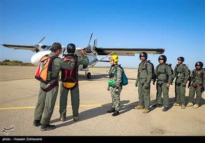 چک نهایی پیش از سوار شدن به هواپمایی y12 برای سقوط توسط نادعلی تاریکه لمسکی یکی از مربیان به روز ارتش جمهوری اسلامی( تیپ 65 نیرو مخصوص نوهد) و نیرو های مسلح در فرودگاه کلاله گرگان