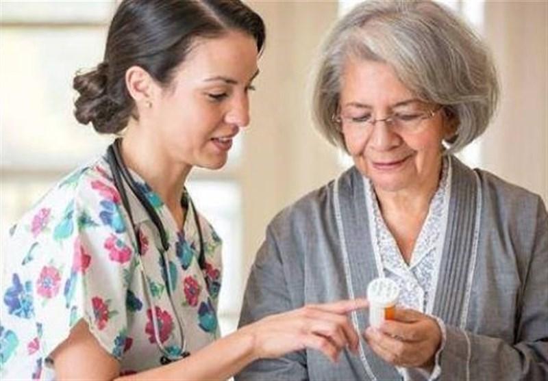 هکذا یبتلع المُسنّون أقراص الدواء بسهولة