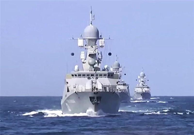 مجموعة سفن حربیة روسیّة تصل الى میناء انزلی شمالی إیران