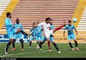 دیدار تیم های فوتبال پدیده مشهد و پیکان