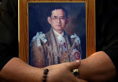 عکس/ شیوهی ادای احترام مقابل پادشاه تایلند