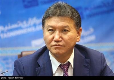 کرسان ایلیومژینوف رئیس فدراسوین جهانی شطرنج