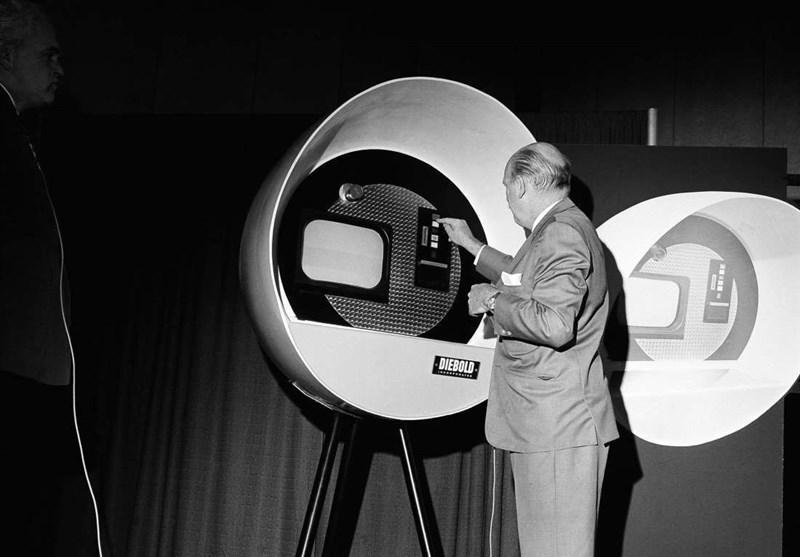 اولین دستگاه خودپرداز جهان
