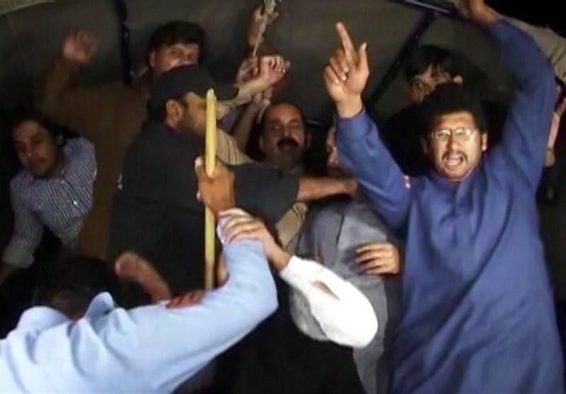 حکومت اور پی ٹی آئی میں ٹھن گئی/ پولیس نے 50 کارکنان گرفتار کر لئے، تحریک انصاف کا ملک گیر احتجاج کا اعلان