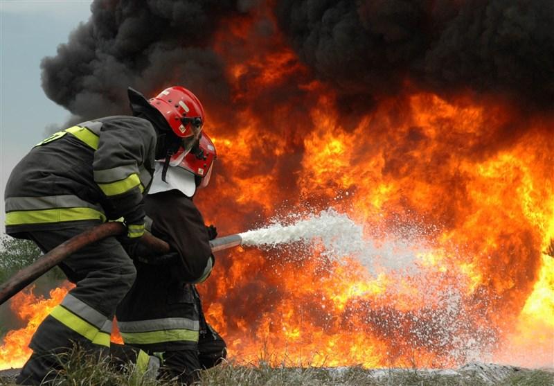 سخنگوی سازمان آتشنشانی تهران در گفتوگو با ایران و جهان اعلام کرد: آتشسوزی گسترده انبار کالا در جاده مخصوص/ اعزام آتشنشانان ۸ ایستگاه آتشنشانی به محل حادثه