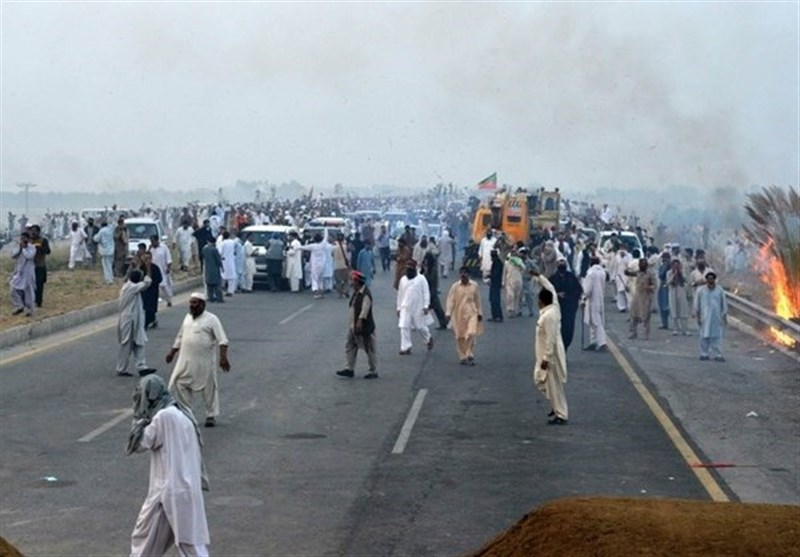 Pakistani Opposition Says 2 Supporters Killed in Clashes; 1,500 Detained