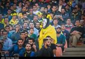 هواداران سپاهان به سبک لیدر مرحوم تیمشان زردپوشان را تشویق کردند