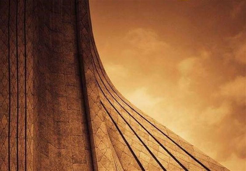 نمادهای تهران قدیم و تهران جدید :در یک قاب برج آزادی و برج میلاد تهران