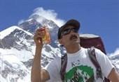 قلههای رفیع جهان در برابر کوهنورد شیعه پاکستانی با پرچم یاحسین (ع) سر خم کرد