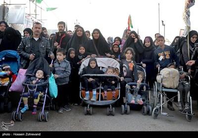 راهپیمایی زائران اربعین حسینی -نجف به کربلا