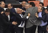 درگیری فیزیکی بین سیاستمداران 0000