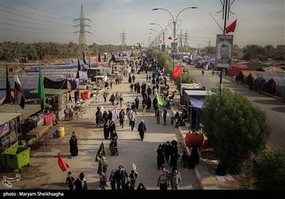 زوار أربعینیة الإمام الحسین (ع) یواصلون زحفهم نحو کربلاء