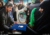 تجلیل هنرمندان از خانواده شهدای مدافع حرم + تصاویر