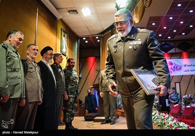 اعطای حکم جانشینی فرمانده کل ارتش به امیر احمدرضا پوردستان