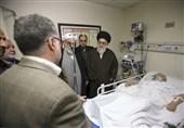 امام خامنہ ای آیت اللہ موسوی اردبیلی کی عیادت کرنے اسپتال پہنچ گئے