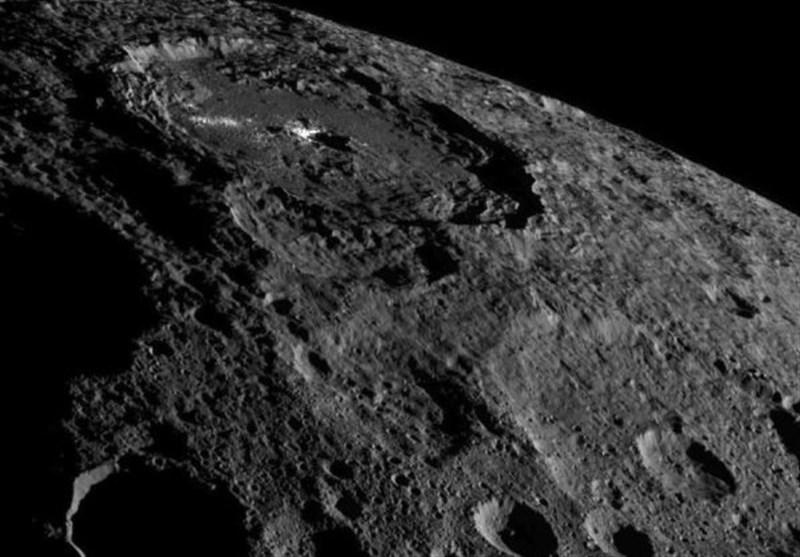کشف مقادیر زیادی از آب در سطح ماه