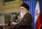 الإمام الخامنئی: تمدید العقوبات الأمریکیة نقض للاتفاق النووی والجمهوریة الإسلامیة سترد