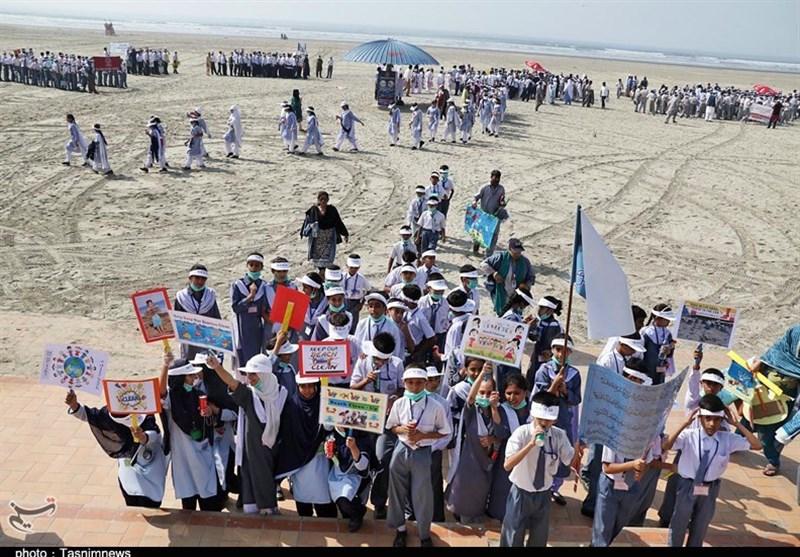 کراچی میں بچوں کی صفائی مہم؛ عوام کے لئے مثبت پیغام اور حکومت کے لئے بہترین سبق